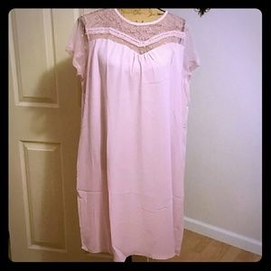 Very feminine blousy straight dress with pockets!